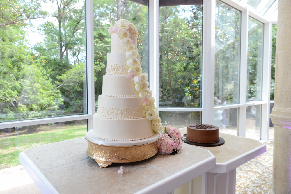 Elegant wedding and groom's cakes for an elegant couple