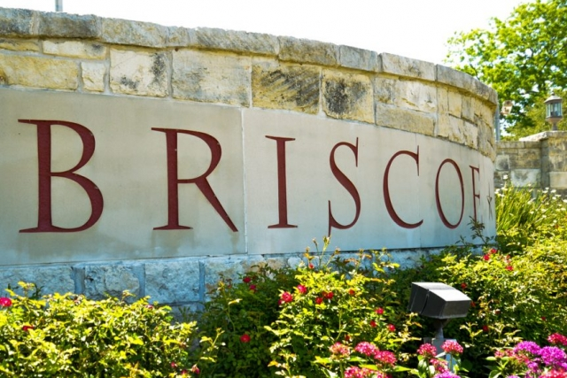 A welcoming sign to Briscoe Manor