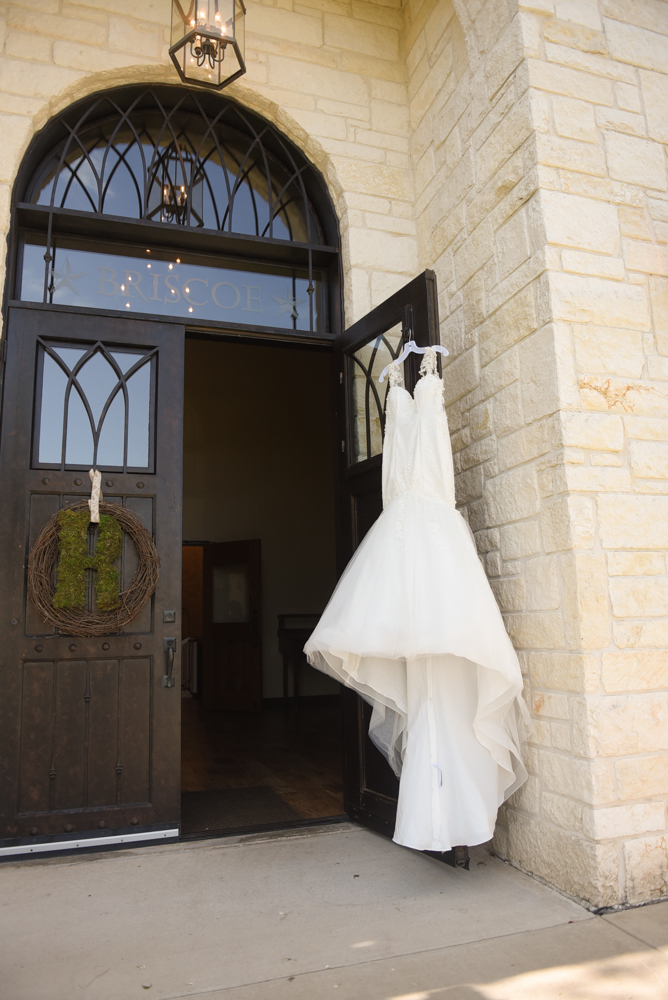 A mix of details; architecture and bridal fashion