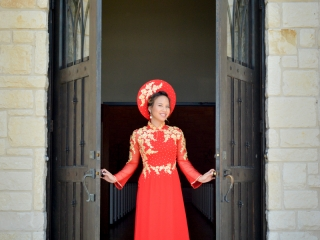 A vibrant Chinese wedding dress for this Texas bride