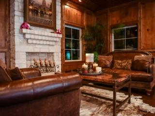 Country décor at the wedding venue for a Texan couple