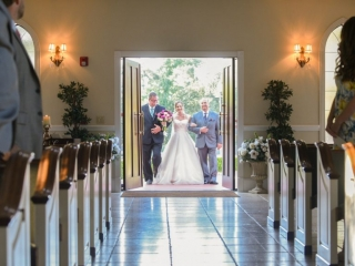 The bride enters the chapel